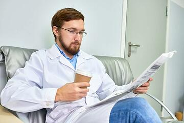 healthcare marketer reading reliable news source