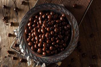 chocolate-covered-espresso-coffee-beans-PQ9Z7M5-min