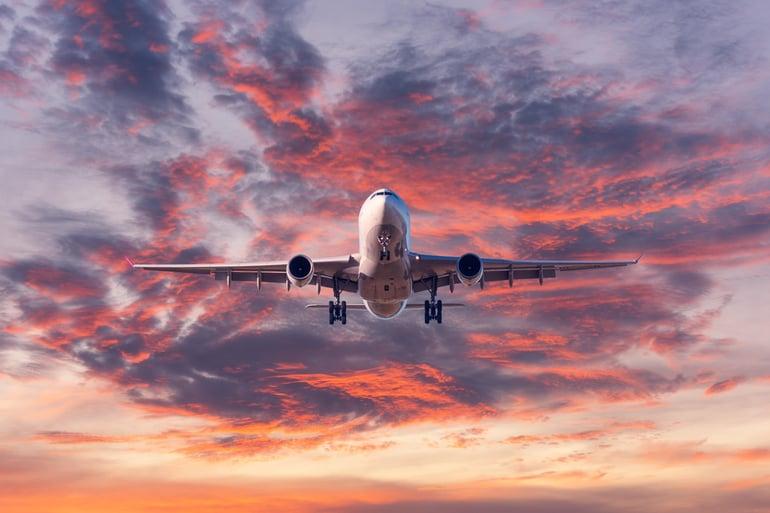 landing-passenger-airplane-at-colorful-sunset-MRSHV6Q-min (1)